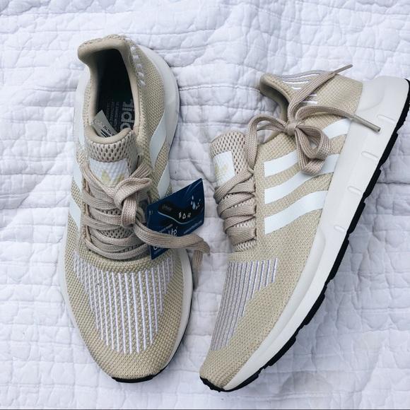 adidas scarpe nuove di zecca swift run donne sz 75 poshmark